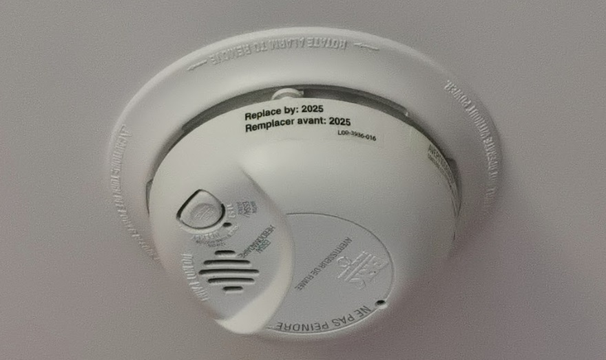 smoke detector with expiry date
